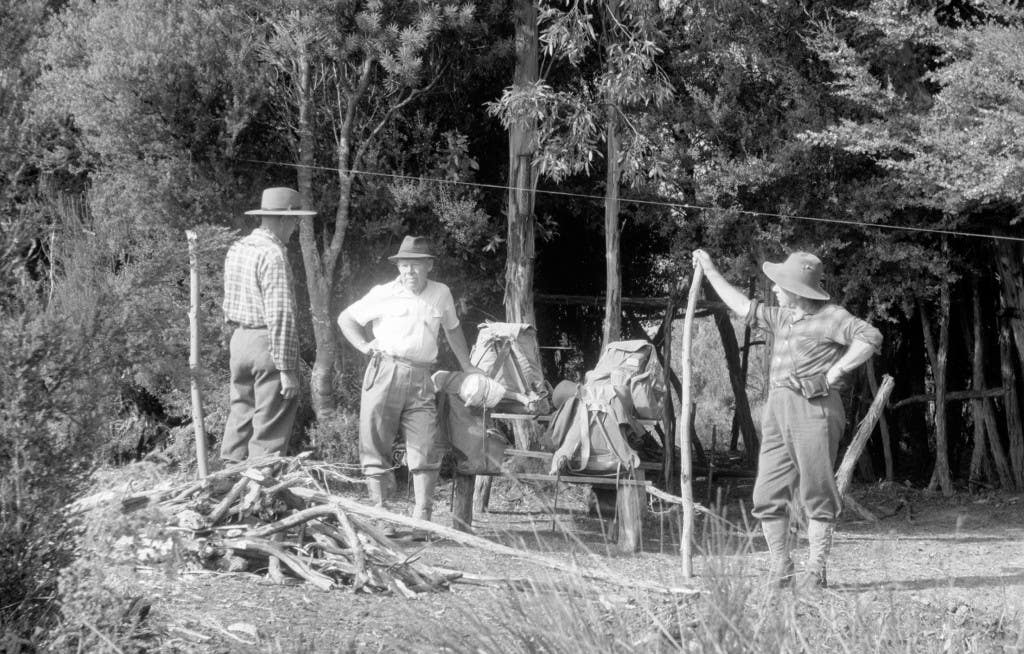 'Vic, Paddy and Jock packed and ready to begin the trek. Note the lace up fabric gaiters, Akubra hats and the compact top loading A frame packs