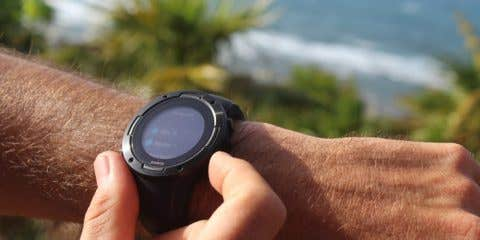 Suunto 5 on wrist showing the exercise mode selection